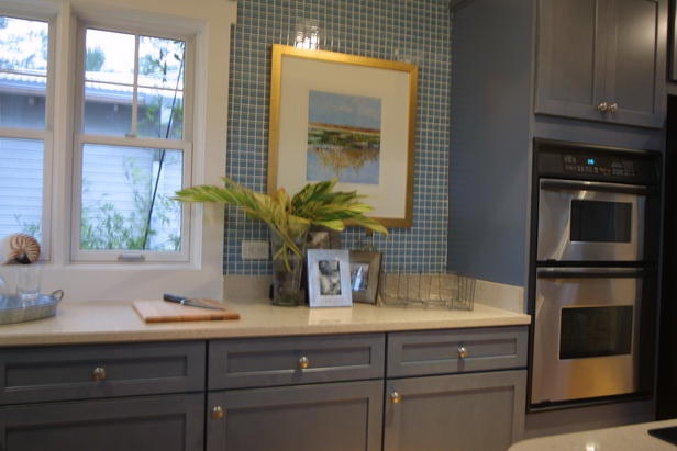 Stainless steel appliances reflect light and intensify the blue colors found throughout the 2003 HGTV Dream Home kitchen.: Cabinet Colors, Wall Oven, Blue Colors, Blue Paint Colors, Kitchen