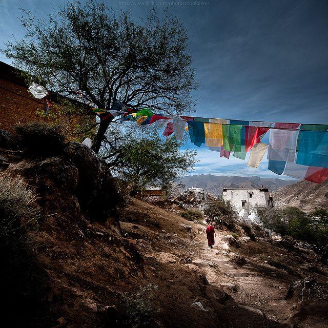 Follow the faith -- Tibet TIBET NO IS CHINA. Aimer le bouddhisme du pays du Tibet c'est aussi aimer son peuple tibétain, le respecter et l'aider.