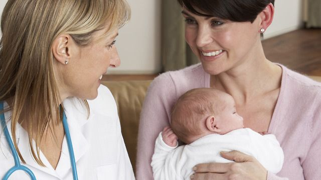 Hebammen sind weit mehr als nur Geburtshelfer - sie begleiten junge Eltern durch die aufregende erste Zeit mit dem Baby. Wer weiß schon, wie viel Milch ausreichend ist, wie oft die Windel gefüllt sein sollte und was gut gegen Blähungen und schmerz...