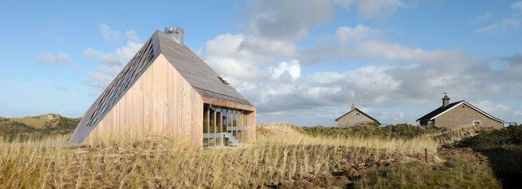 IN BEELD: Modern huis in de duinen