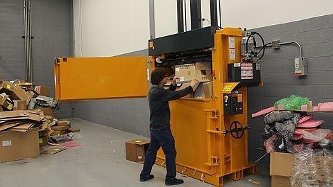 Compact cardboard waste in B6030 Bramidan vertical baler