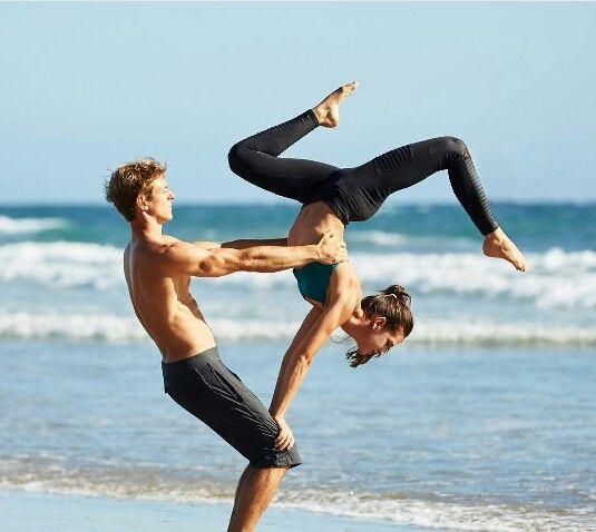 Posições de Yoga para Casal