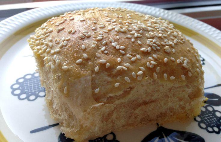 Gode hamburgerbrød med naturell yoghurt.