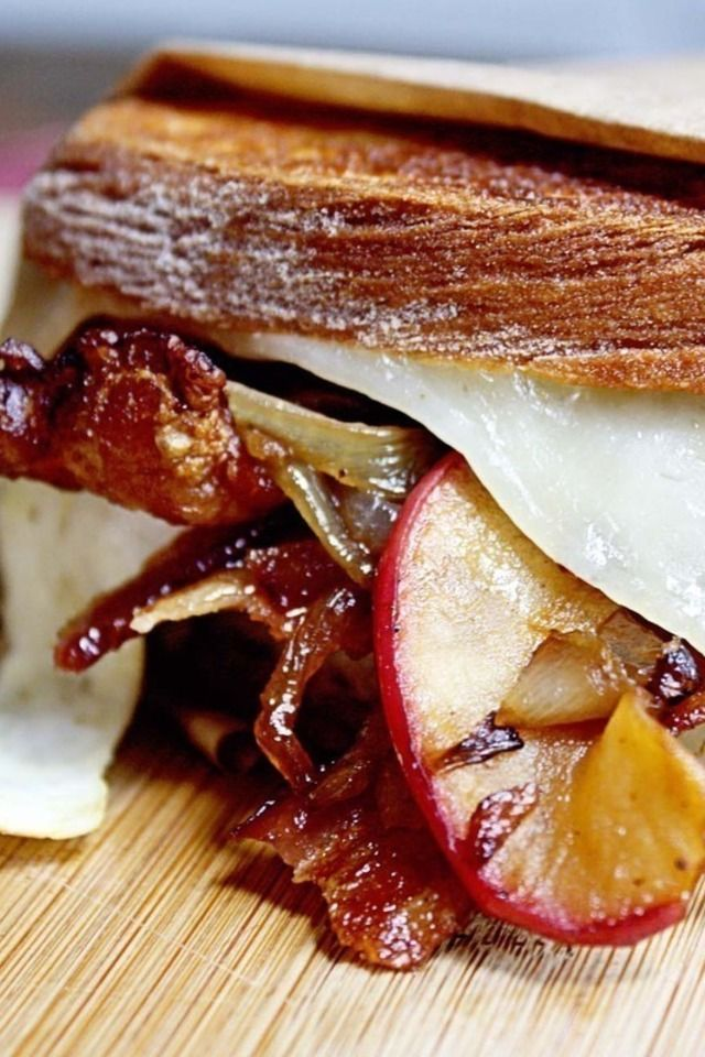 Grilled Flatbreads With Apples, Bacon, And Onion Recipe — Dishmaps