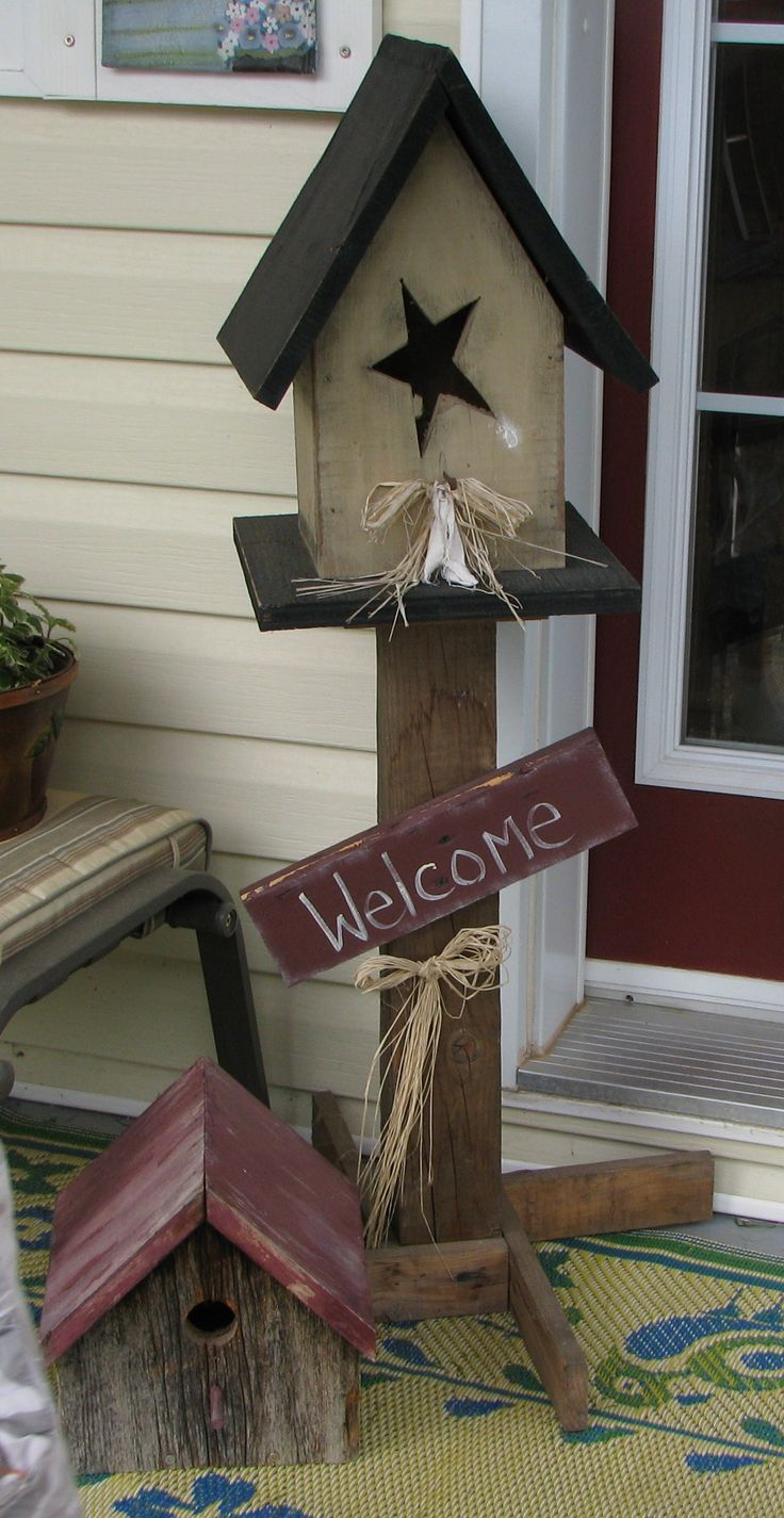 """Look at the feet of birdhouse stand, very smart!! """"WELCOME"""" Bird House Stand"""