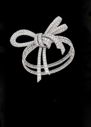 Van Cleef & Arpels ~ diamond bow ring