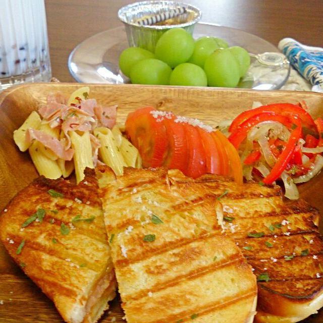 おなかいっぱい(/▽\)♪ - 61件のもぐもぐ - branch♪プロシュート&チェダーチーズのパニーニ、パプリカの琉球マスタードマリネ、トマトのトリュフ塩サラダ、ペペロンチーノ、オニオンスープ、マスカット、カボチャプリン&モンブラン、タピオカ豆乳♪ by azuryu                                                                                                                                                                                 もっと見る