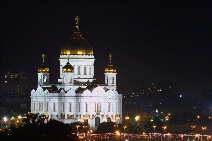 Cathedral of Christ the Savior, destroyed by Stalin and rebuilt in the 1990s