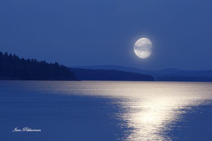 Elokuinen kuutamo Pielisellä.Our August moonlight in Lake Pielinen Finland. Photo Ismo Pekkarinen #finland #nature #moon #kuu #maisema #landscape #suomi