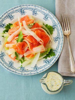【ELLE a table】サーモンとセロリのサラダ 豆乳バジルドレッシングレシピ|エル・オンライン