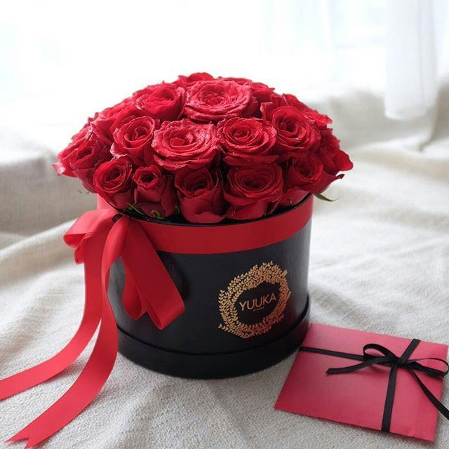 Classical Red - Rp 610.000   A box of red roses will never fail to impress.  For more info please reach me at line id: yuukabysylvia or wa: 081532909898