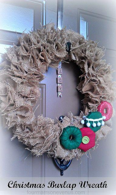 christmas burlap wreath, christmas decorations, crafts, seasonal holiday decor, wreaths, Sitting all Pretty