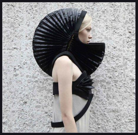 Futuristic Fashion: guarda questi 5 designer-looks completamente fuori dal mondo - Futuristic-Fashion-DZHUS-1