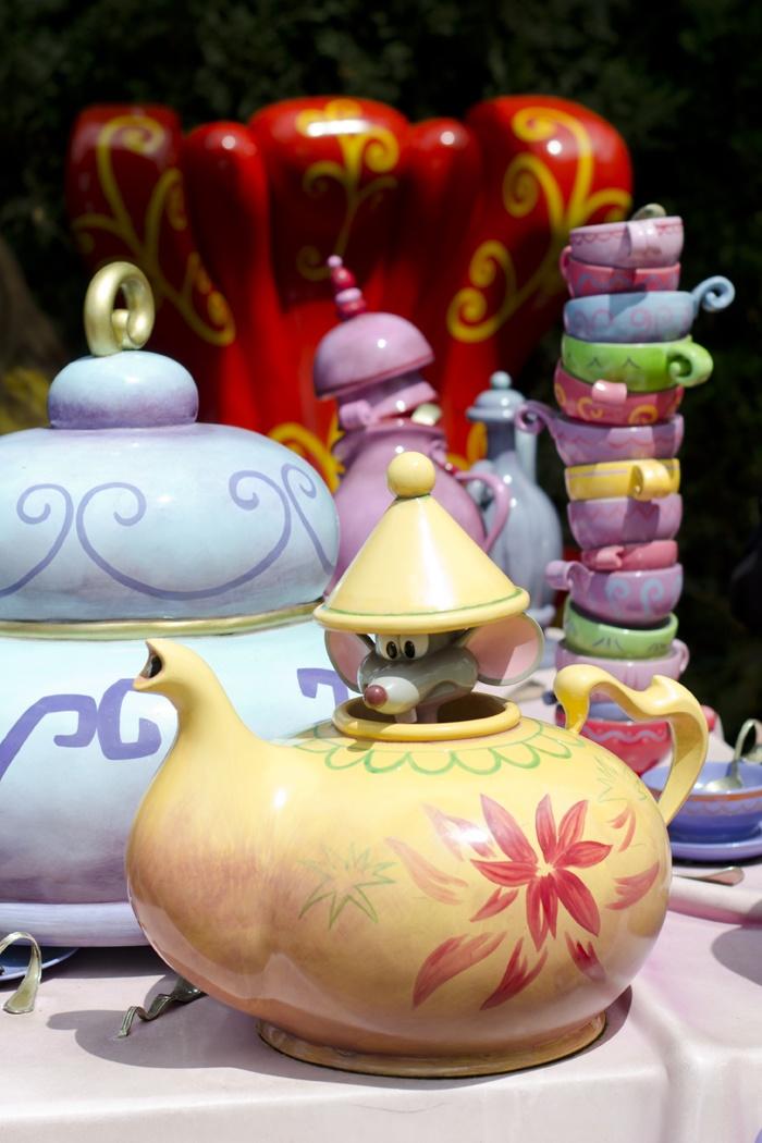 Disneyland Paris, 20 Anniversary. More on www.pursesandi.net #disney #disneyland #disneylandparis #fantasy #happy #pursesandi #minnie #paris #parigi #love #tea #lauracomolli #aliceinwonderland #topo #alicenelpaesedellemeraviglie #waltdisney