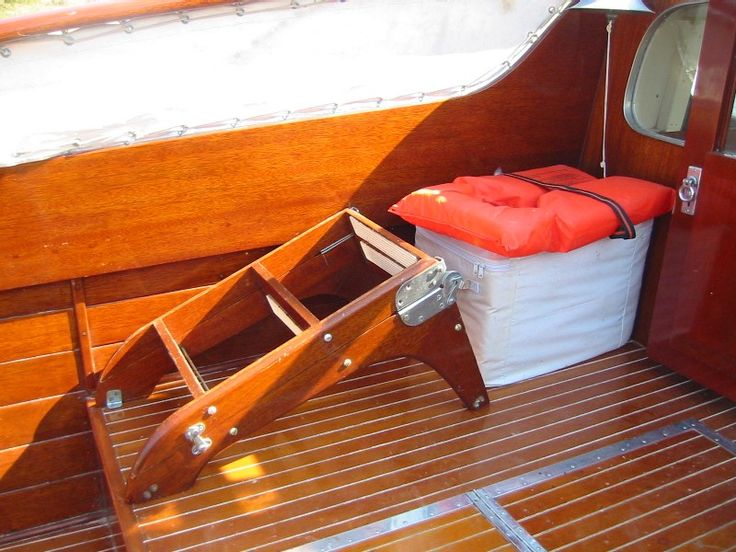 1954 Chris Craft 28 foot Sedan Cruiser classic wood picnic boat for sale by Macatawa Bay Boat Works www.mbbw.com 269-857-4556