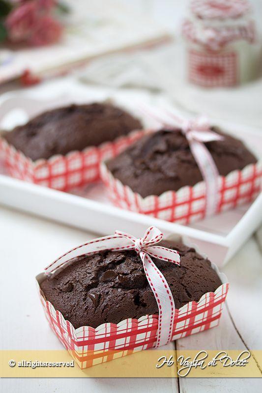 Mini plumcake al cioccolato con panna nell'impasto. Ricetta plumcake monoporzioni, facile, genuina, perfetta per bambini. Ottima merenda da trasportare.