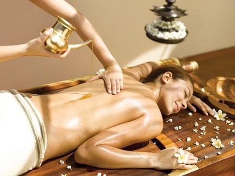 Você já ouviu falar sobre a massagem Ayurvédica? É uma massagem que é realizada de acordo com o biótipo de cada pessoa, é realizada com óleos medicinais e cada óleo é escolhido de acordo com o que a pessoa está precisando. É uma massagem feita de maneira profunda e abrangente na circulação geral.