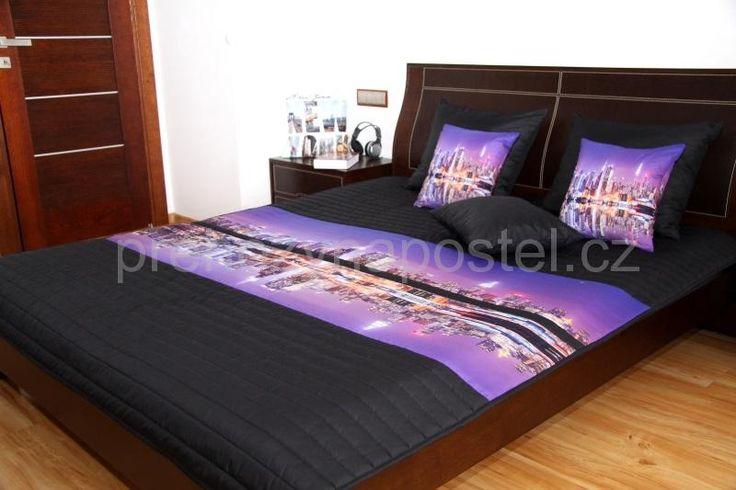 Dětský přehoz na postel černo fialové barvy s motivem nočního velkoměsta