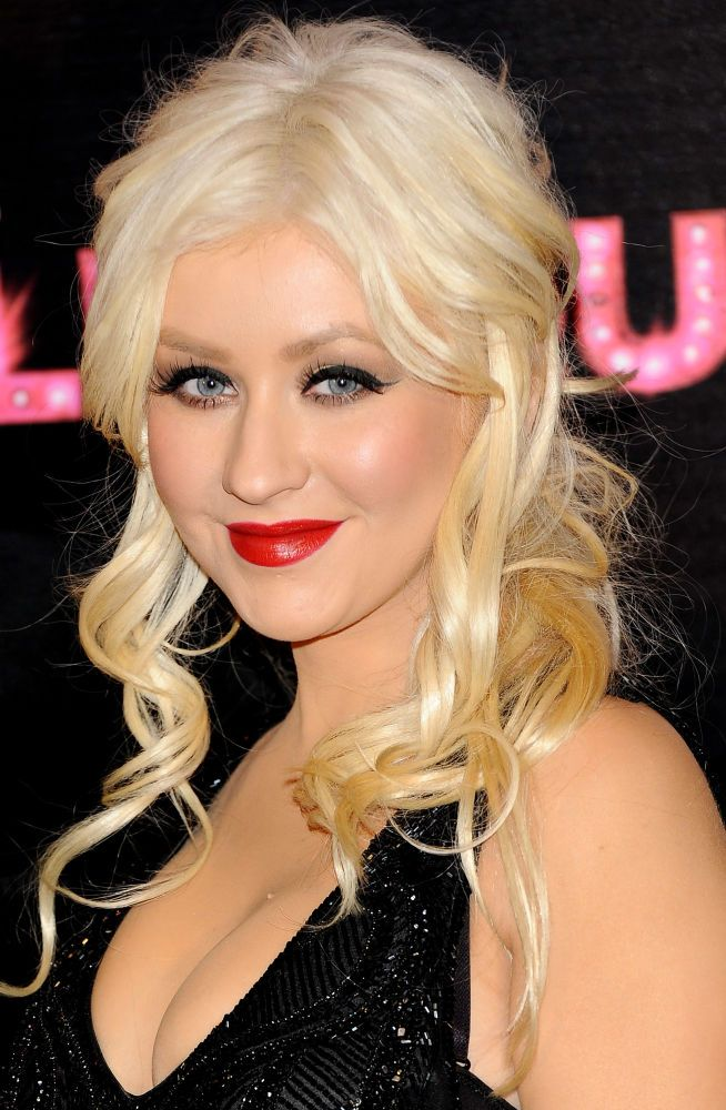 Christina Aguilera - Biography - Singer, Songwriter, Television Personality - Biography.com