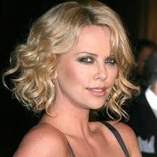 Best Women Haircuts For Medium Length Wavy Hair And