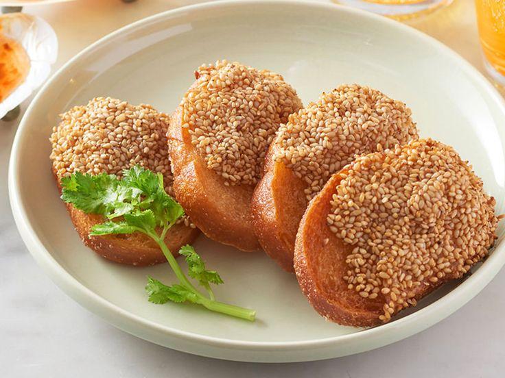 タイ料理専門店<マンゴツリー>が教えるえびトーストの作り方をご紹介。プロ直伝の簡単なコツで、さくさくプリプリに仕上がります。冷凍もOK! 食べる直前に揚げられるので、パーティ料理の作りおきにもおすすめです。