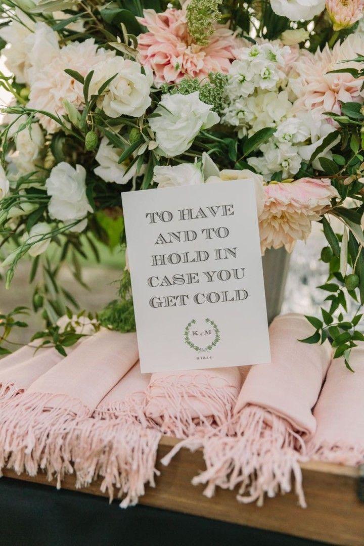 outdoor wedding reception idea; photo: The Edges Wedding Photography