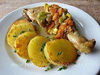 Pomalý hrnec: Kuřecí stehna s dušenou zeleninou v pomalém hrnci