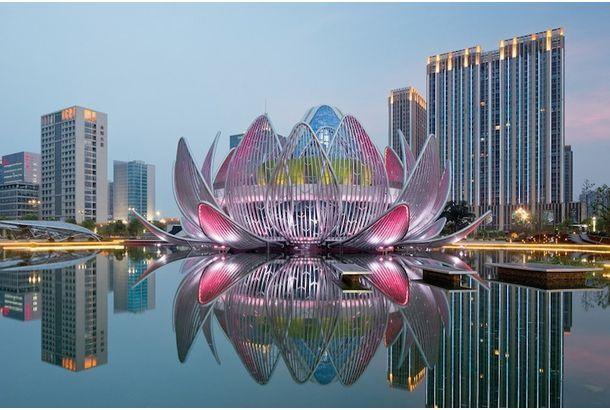 メルボルンの建築会社studio505がデザインした「Lotus Building」。  中国の江蘇省に完成した、本物のビル