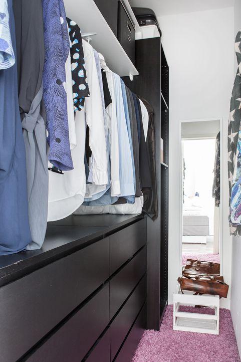 Praktisk klädkammare i anslutning till sovrummet