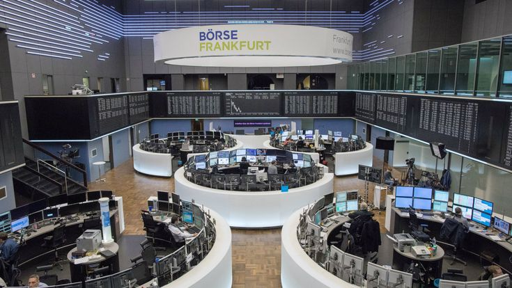 Traders work on the floor of the stock exchange in Frankfurt am Main, Germany, 27 February 2017. The planned fusion of Deutsche Boerse and London Stock Exchange (LSE) becomes uncertain after LSE announced on 26 February 2017 it would not be able to sell the trading platform MTS as requested by antitrust regulators of the European Union.