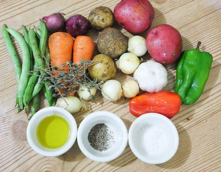 Fırında Kavrulmuş Sebze Yapımı ,  #fırındakarışıksebze #fırındasebzekızartması #fırındasebzeyemekleriyemektarifi , Fırında karışık sebze yapıyoruz. İftara hafif yemek isteyenler için. Yanına isterseniz tavuk ekleyerek fırında sebzeli tavuk yapabilirsiniz...