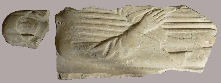 Επιτύμβια πλάκα με ανάγλυφη γυναικεία μορφή. Ασβεστόλιθος. 16ος αι.