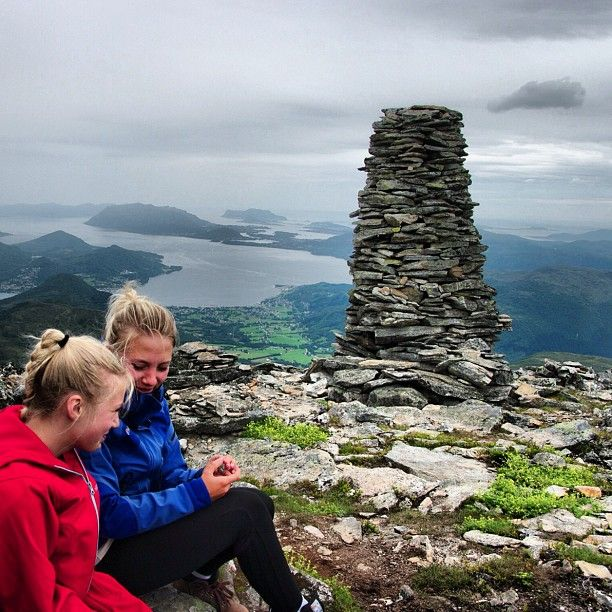 Sporty youth on the top for the first time. #aurdalsnebba #sykkylven #møreogromsdal  #visitnorway #i_love_norway