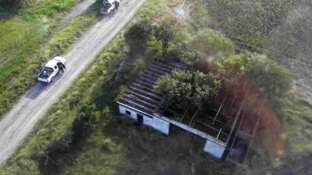 ] San Fernando, TAMAULIPAS. * Martes 14 de noviembre. Notimex/Televisa News Fuerzas Federales capturaron a Martiniano de Jesús 'N', presuntamente vinculado con el homicidio de 72 migrantes en San Fernando, Tamaulipas, en el año 2010. El arresto se dio en cumplimiento a una orden de localización y...