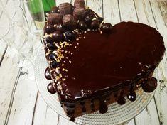 Čokoládovo-orechová torta s čučoriedkami je IT TORTA, ktorá neobsahuje múku, škrob, ani mliečne výrobky, ale chutí božsky, luxusne a hlavne slávnostne. ;)