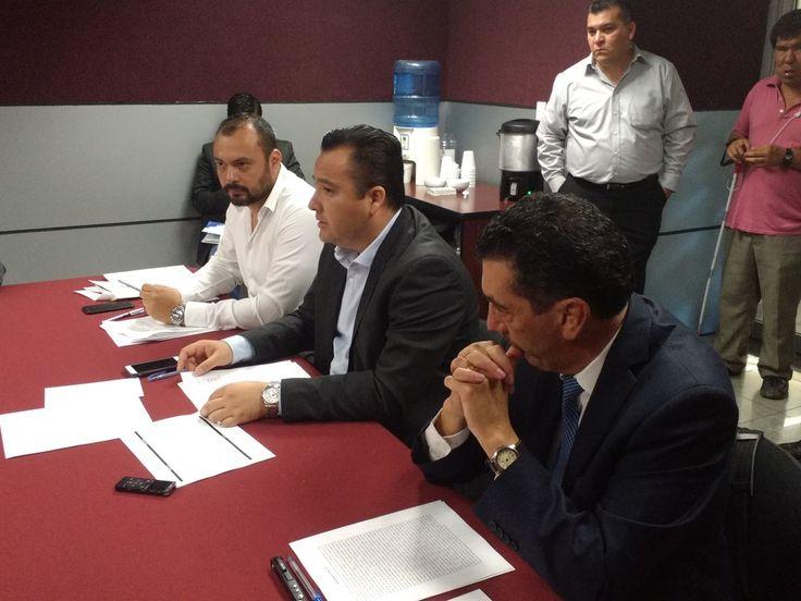 <p>Chihuahua, Chih.- Está mañana el Secretario de Hacienda Arturo Fuentes Vélez aclaró a los diputados del H. Congreso la iniciativa