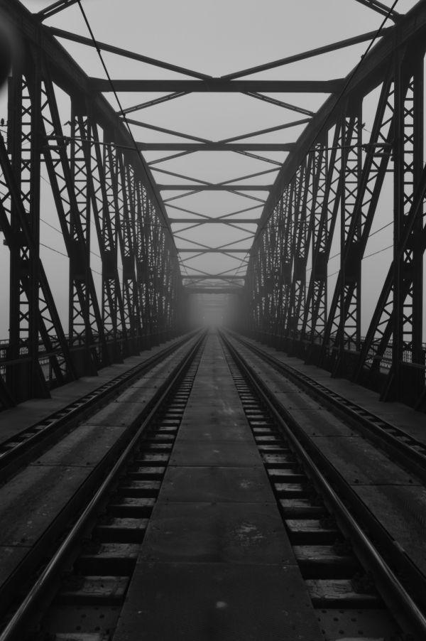 """""""Železniční most"""" od autora skiptomylou www.artsell.cz"""