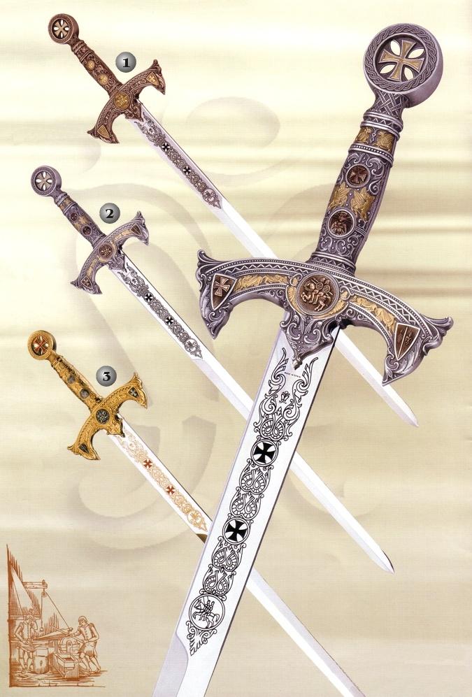 """Una de las principales armas utilizadas por los Cruzados durante las """"Guerras Santas"""" eran las espadas.  En esta imagen las espadas muestran representaciones artísticas de cruces, que fueron el símbolo principal de los cristianos."""
