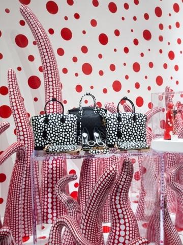 Shop Windows by Yayoi Kusama for Louis Vuitton - News - Frameweb