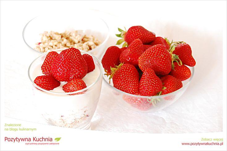 Muesli z truskawkami - #przepis na #sniadanie  http://pozytywnakuchnia.pl/muesli-z-truskawkami/  #kuchnia #truskawki #muesli