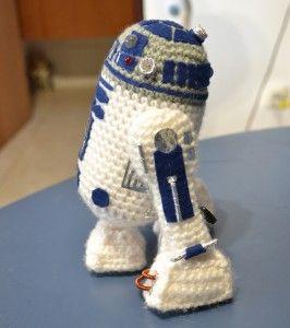 R2D2 Free Crochet Pattern