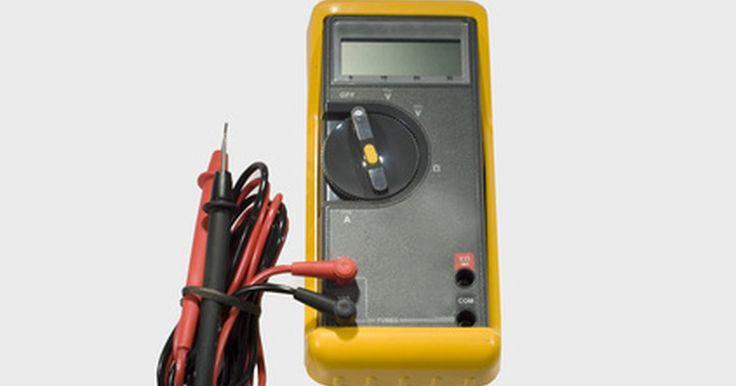 Faça-você-mesmo: Reparação de uma bateria de furadeira sem fio. Os pacotes de furadeira de bateria sem fio foram fabricados através da utilização de furadeiras substancialmente mais fáceis. Já se foi o tempo em que era necessário procurar uma tomada de corrente e, o mais importante, as furadeiras sem fio são muito mais seguras de usar. A bateria comum de uma furadeira sem fio produz cerca de 18 v, mas, devido ...
