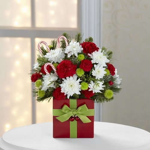 Holiday Cheer Bouquet By 1stinflowers Christmas Flowers