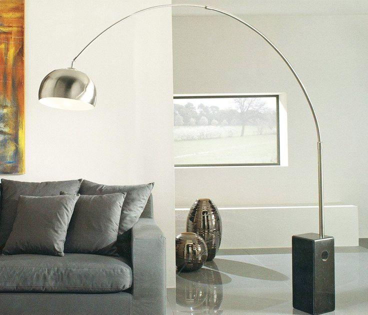 """Luminária Phoenix,  Achille & Pierre Giacomo Castiglioni, 1962.  Inspirada em uma luz de rua a icônica """"Phoenix"""", originalmente conhecida como Arco Floor, uma lâmpada de suspensão que senta-se no chão em uma base de mármore extremamente pesada."""