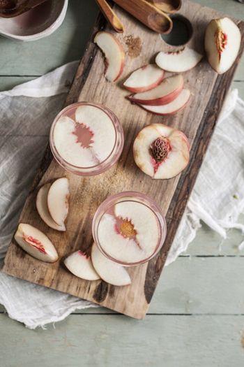 スパークリングやワインに旬のフルーツやハーブを加えるだけで即席カクテルが完成します。