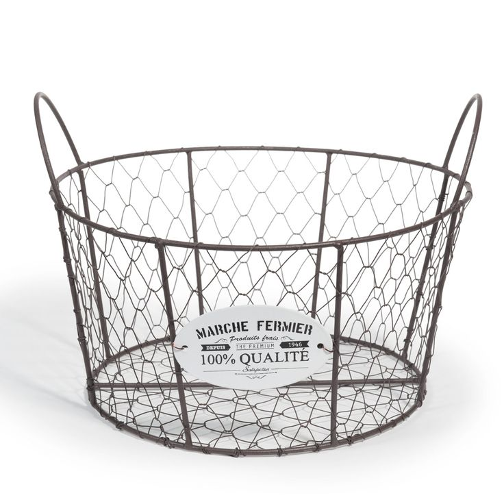 Vintage basket that we can fill with aromatics herbs or old books!