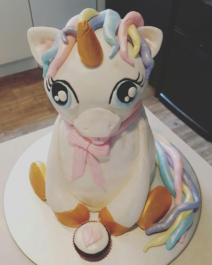 Cute 3d unicorn cake