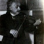 Эйнштейн играет на скрипке Фото 1921 г.