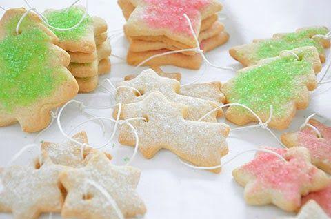 BISCOTTI PER L'ALBERO DI NATALE  La ricetta dei biscotti per l'albero di Natale è tipica delle festività natalizie. I biscotti per l'albero sono friabili biscotti speziati decorati con zucchero colorato e perfetti per essere appesi come addobbi all'albero di Natale. Questi biscotti renderanno più festoso e profumato il vostro albero di Natale.  Giuliana  #lacucinaimperfetta #ricette #recipes #biscotti #dolci #natale #ricettenatalizie
