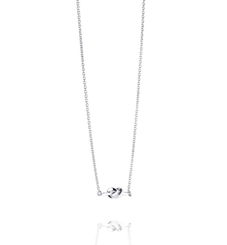 LOVE KNOT NECKLACE.  Necklace in 925 sterling silver with a love knot.  Size: 42/45 cm
